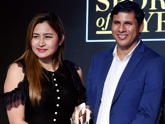 Indian Paralympic javelin thrower Devendra Jhajharia being felicitated by badminton player Jwala Gutta