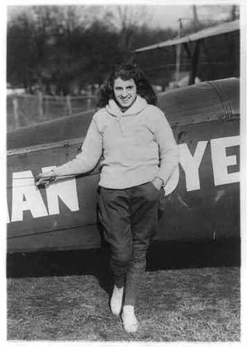 Miss-lilian-boyer-aerial-acrobat-debout-par-avion-c1922-aviation-daredevil