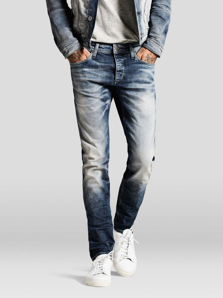 - Glenn fit is perfect for the 12 oz stretch denim - Copper trim match the authentic five-pocket style - Back pocket contrast stitch highlights the fades - The model is wearing a size 31/32 and is 187 cm tall - JACK & JONES JEANS INTELLIGENCE - We recommend that you buy these jeans a size bigger than you normally would in order to get the right fit