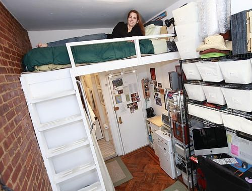 This woman lives in a 90 square foot apartment in a great location in Manhattan.  (Click through for videos of more super tiny apartments)Foot Apartments, Tiny House, Living Spaces, House Ideas, Tiny Apartments, New York, Small Spaces, Tiny Studios, Loft Beds