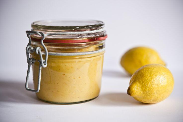 Dříve jsem si tento lemon curd kupovala v Marc&Spencer a velmi ráda ho používala v kuchyni například na zpestření páje babičky Jiřinky , perfektně se totiž snoubí například s tvarohovými dezerty. Také do palačinek je skvělý. Tam jsem ho asi poprvé objevila, ale později jsem narazila na recept, který se osvědčil a teď si jednou za čas vyrob&...