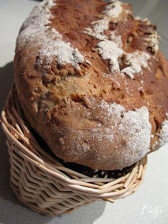 Un pain croustillant et moelleux @ la fois Ingrédients pour un pain 270 g de farine T 80 60 g de farine de châtaignes 200 g de farine T45 50 g de graines* 7 g de levure sèche de boulanger 9 g de sel 20 g d'huile d'olive 2 c à c de miel de châtaignier...
