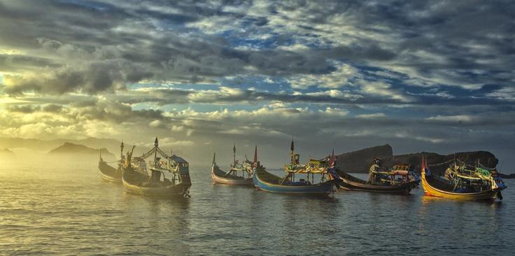 Morning Light @ Papuma Bay   by Sanya Ad, via 500px