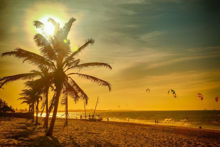 Fortaleza: A praia de Cumbuco oferece diversas atrações sendo um parque natural de diversões com kitesurfe, esquibunda, windsurfe, passeios de jangada e bugue