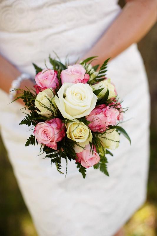 small bouquet pink yellow roses -  kleiner Brautstrauß mit Rosen in pink und gelb