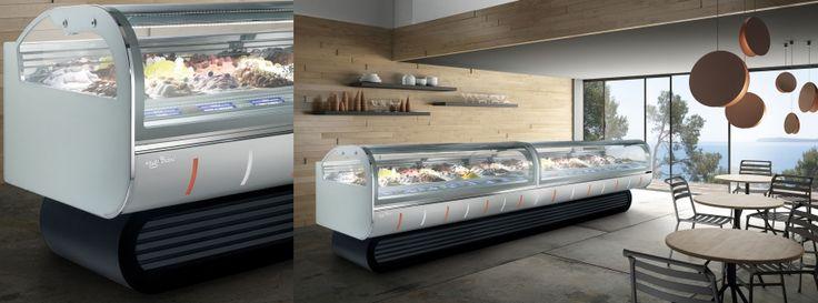 LINDA, una vetrina professionale ad esercizio continuo, prodotta nella versione per gelateria e pasticceria. Una line moderna che si adatta bene ad ogni arredamento; la sua originale base la fa sembrare una grande credenza tecnologica.