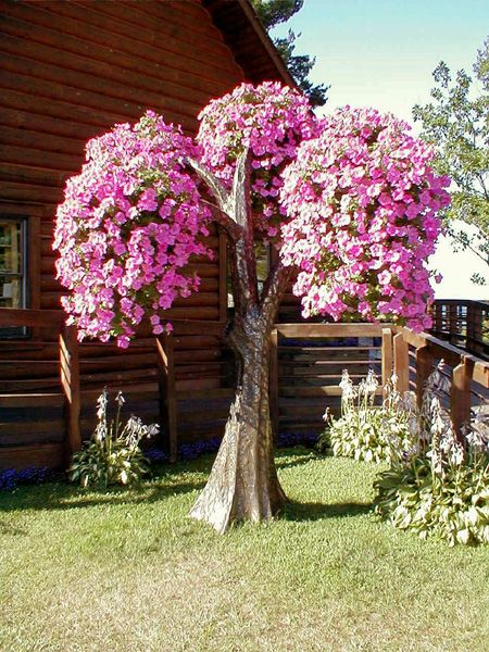 Living tree art - Fake trees with baskets for flowering plants - Petunia Tree with Supertunias #ChaysLove