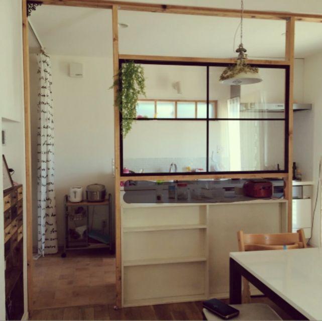 女性で、4LDK、家族住まいのいなざうるす屋さん/手作り/室内窓/アイアン風窓枠/仕切り壁/間仕切り…などについてのインテリア実例を紹介。「After②…