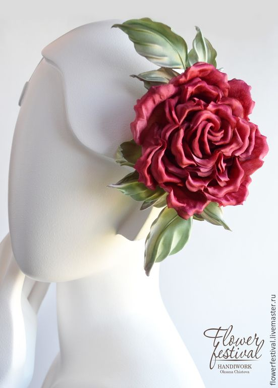 Купить или заказать Красная роза 'Lady in Red' из шелка в интернет-магазине на Ярмарке Мастеров. Красная роза— огонь, энергия, стремление, любовь, страсть, а значит — жизнь! Изделие выполнено из натурального шелка, с благородным атласным блеском. Каждый лепесток выкроен, окрашен и обработан вручную. Крепление универсальное для заколки-броши - булавка+зажим 'крокодил'. Применение на Вашу фантазию - яркая брошь или украшение в прическу. На заказ возможно любое цветовое исполнение, крепление по…