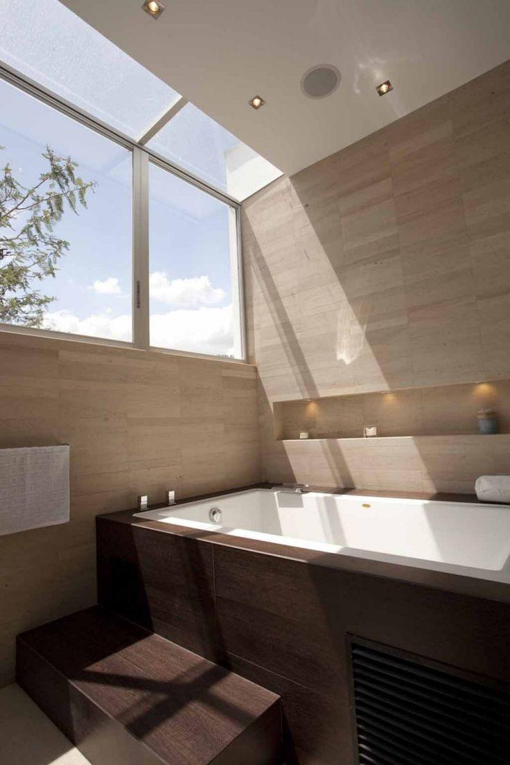 Contemporary Casa Hacia el Rio Residence in