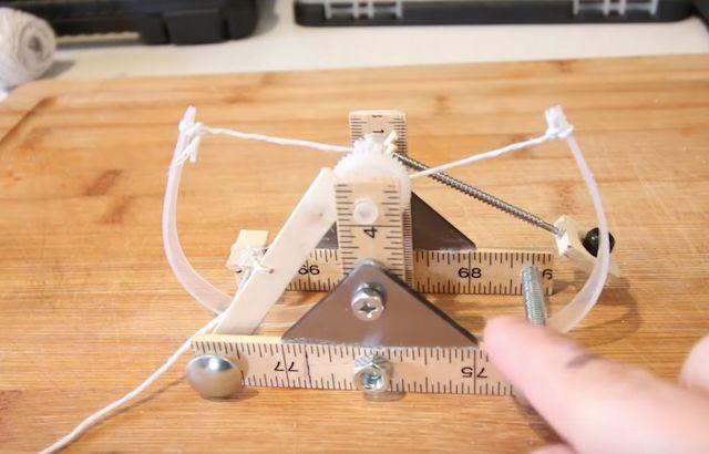 Build This Mini Catapult, Based on Designs by Leonardo da Vinci