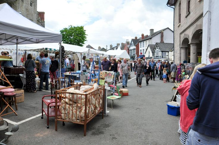 Streets filled with vintage and visitors