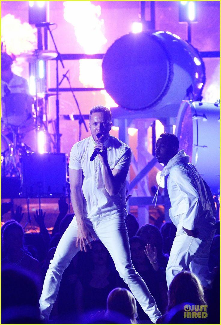 Imagine Dragons Performs 'Radioactive' with Kendrick Lamar at Grammys 2014 (Video)   imagine dragons performs radioactive with kendrick lamar at grammys 2014 video 01 - Photo