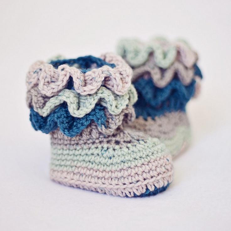 Baby Booties Crochet PATTERN pdf file Magic by monpetitviolon