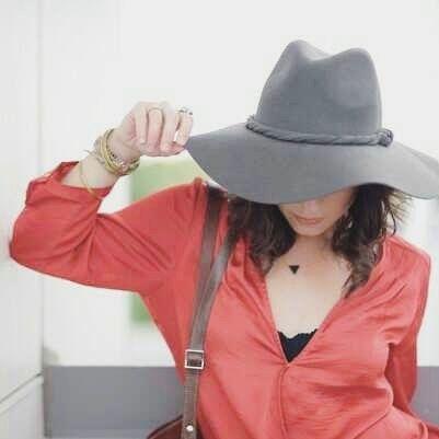 Grande hit de inverno e verão o chapéu transforma! Em qualquer cor ele dá elegância e empoderamento ao look. E combinações simples como jeans e camisa ficam poderosos. Fique poderosa também!  Malu Modas whatsapp (19) 99647-8802 malumodas.campinas@gmail.com http://ift.tt/29Ss7Qh #moda #campinas #grife #modabrasileira