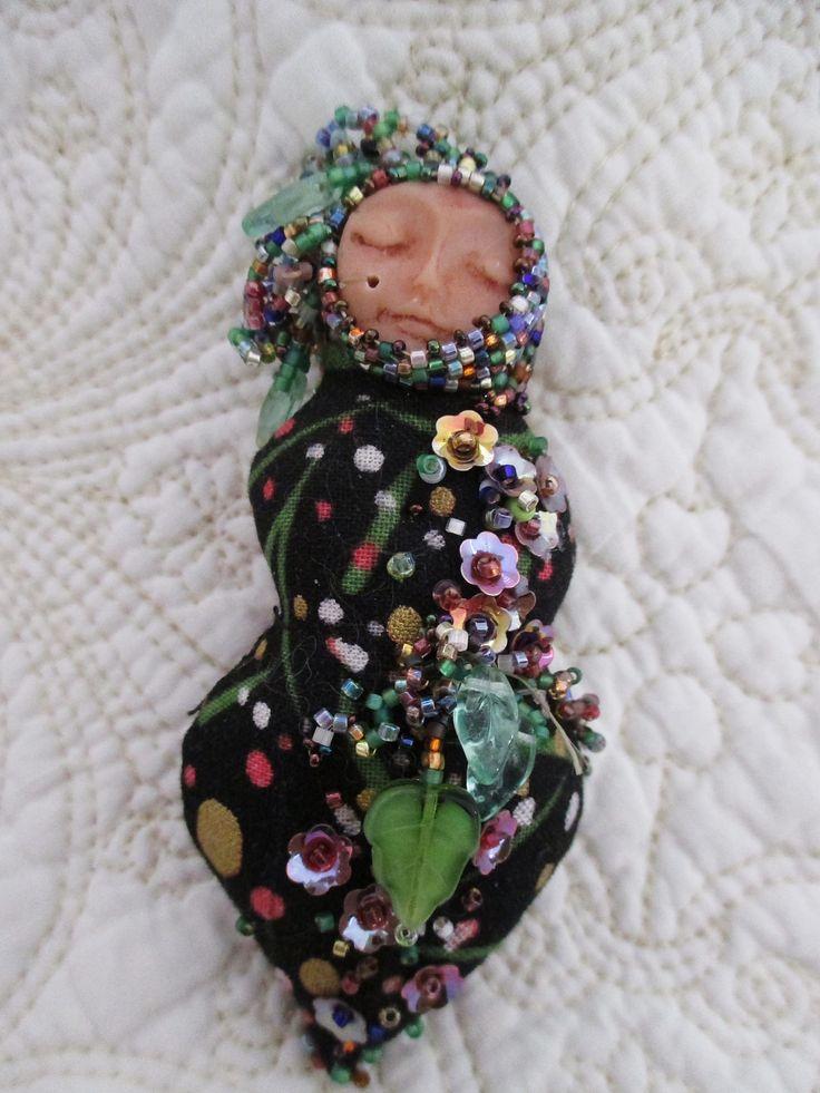 Garden Goddess - beaded art doll . Wilma Simmons (Newcastle, Australia) https://www.facebook.com/Empress.Wu.Designs