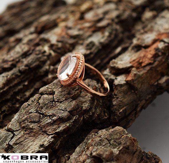 """""""Magnolia"""" rosa guld ring med stor sten"""