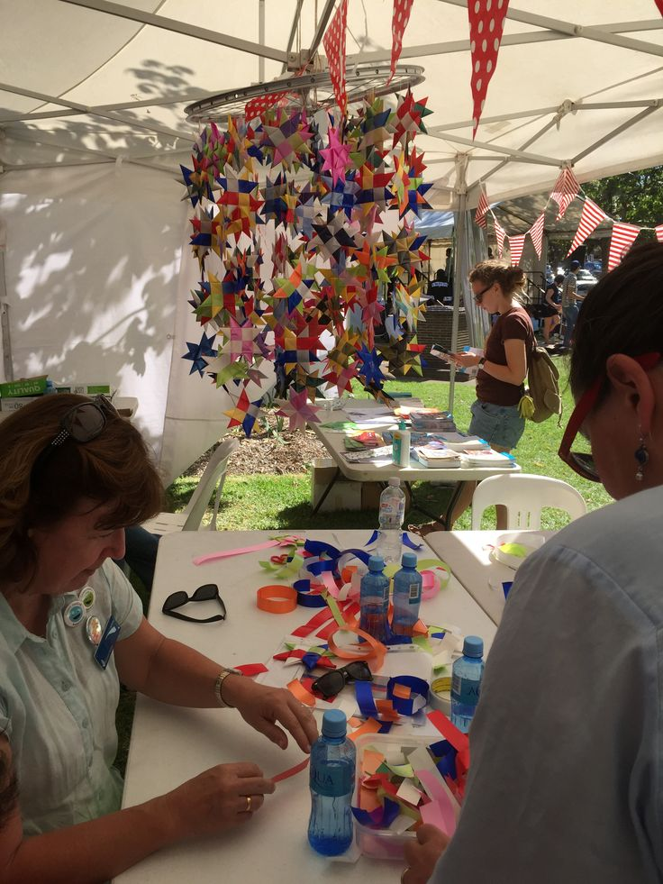 Weaving stars at moonee valley festival