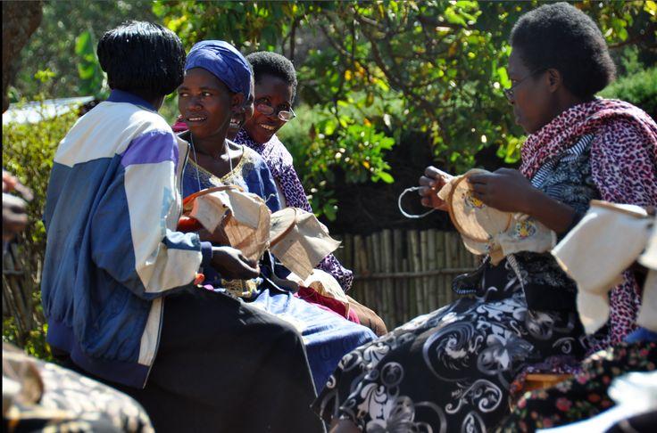 Women of Ibaba Rwanda atelier. Working in the garden.