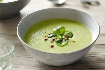 Pete Evans' zucchini and pea soup