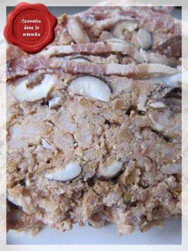 Un pâté maison, fait à l'occasion des fêtes de fin d'année. Pas très long à réalisé comparé à d'autres terrines, mais comptez environ 1h de préparation en plus de la cuisson quand même.... Ingrédients : 320 g de viande de porc 100 g de lard 100 g de foie...