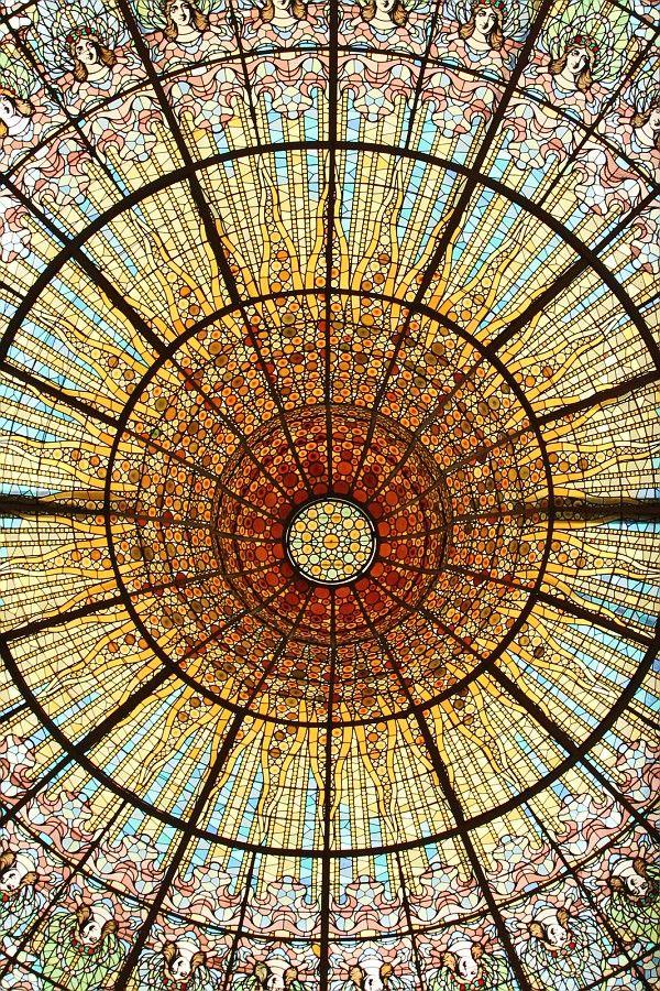 ステンドグラスが美しいカタルーニャ音楽堂。 スペイン旅行のおすすめ見所・観光アイデアまとめ。