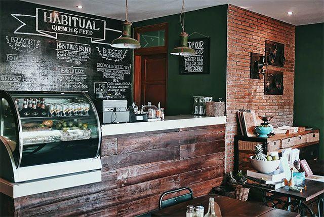 Cafe Habitual yang terletak di Umalas terkesan homey dan nyaman