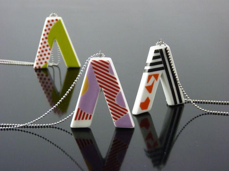 A+necklace+Novinka!+Porcelánový+náhrdelník.+Tvarosloví+jemně+navazuje+na+písmeno+A,+ale+také+na+stříšku,+domeček,+architekturu...+Síla+je+5mm,+díky+tomu+je+náhrdelník+odolný,+pevný.+Vyrobeno+v+limitované+kolekci,+každý+kus+je+jediný+originál.+výška+4,8cm,+průměr+dole+4,2cm,+barevnost:+červená,lila,+zlatá+(metalitická)+Řetízek+je+hypoalergenní-+Stainless+Steel,...