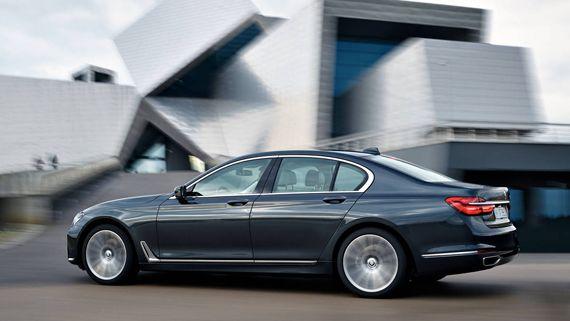 Седан BMW 750i xDrive 2016 / БМВ 750i xDrive 2016 – вид сбоку