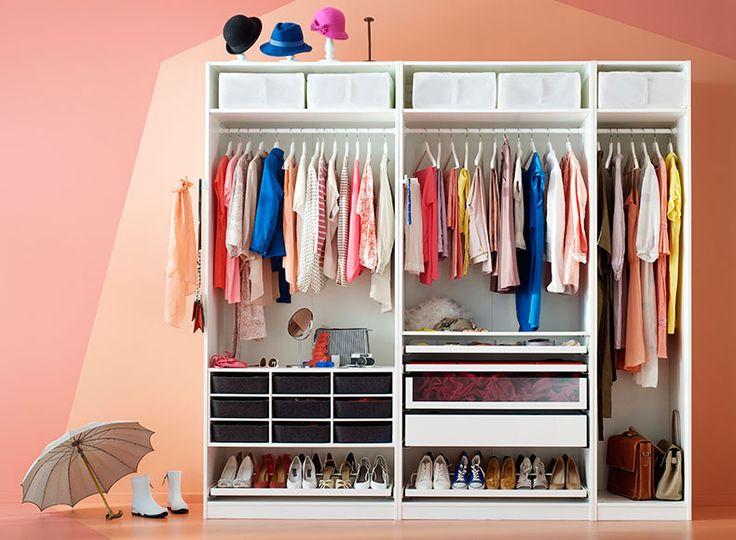 Cute Wei er PAX Kleiderschrank in Wei eingerichtet mit F chern Schuhaufbewahrungen Schubladen und Ausziehb den
