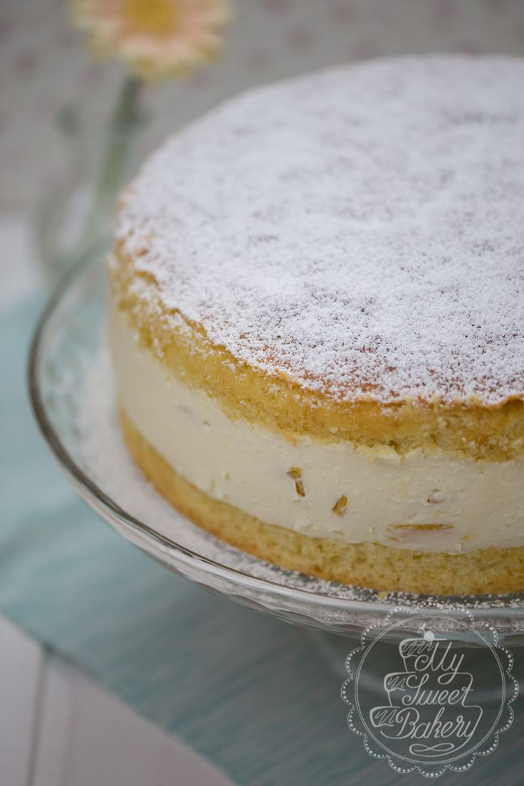 Passend zu Ostern gibt es heute endlich mal wieder eine leckere Torte. Super locker, leicht und frisch. :) Ich liebe Pfirsich und Maracuja und in Kombinati