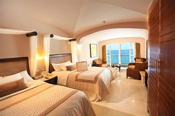 Cozumel Palace All Inclusive ~ $275 per night!! Great place to stay in Cozumel while scuba diving <3