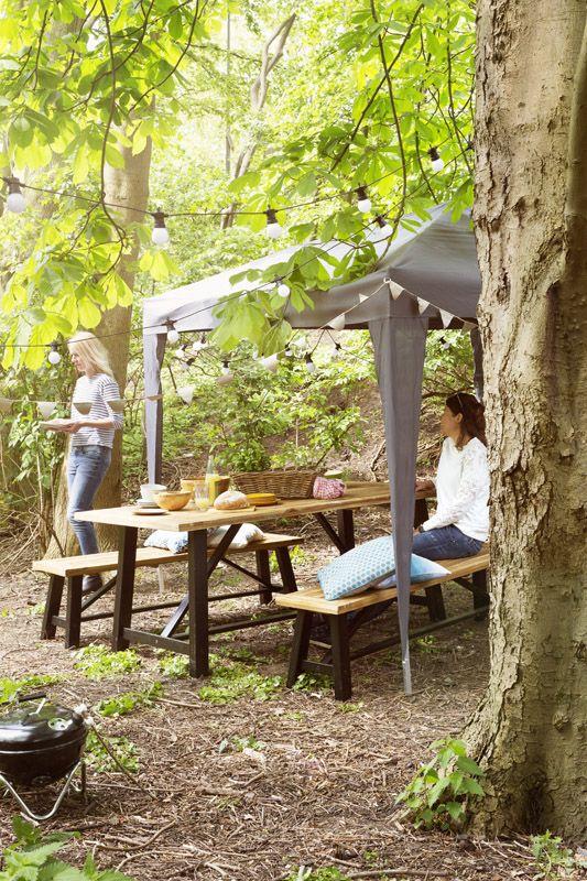 KARWEI | Met een partytent creëer je waar je maar wilt een fijne plek om een zomerse dag door te brengen #tuininspiratie #karwei