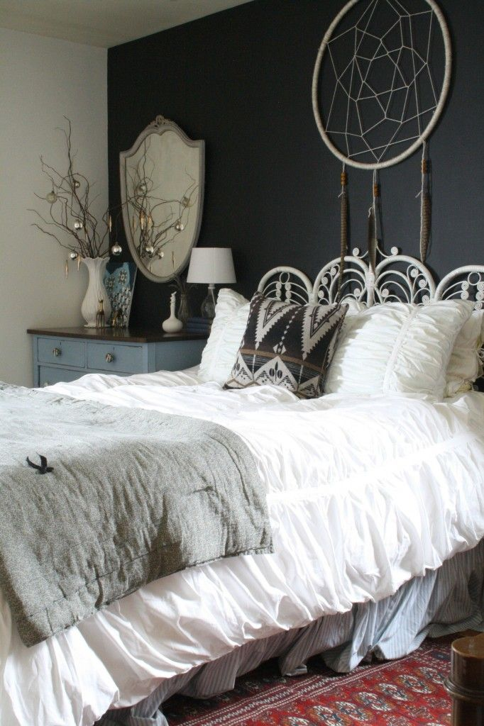 2014 Blogger Stylin Christmas Home Tour- Primitive & Proper; bohemian christmas guest bedroom