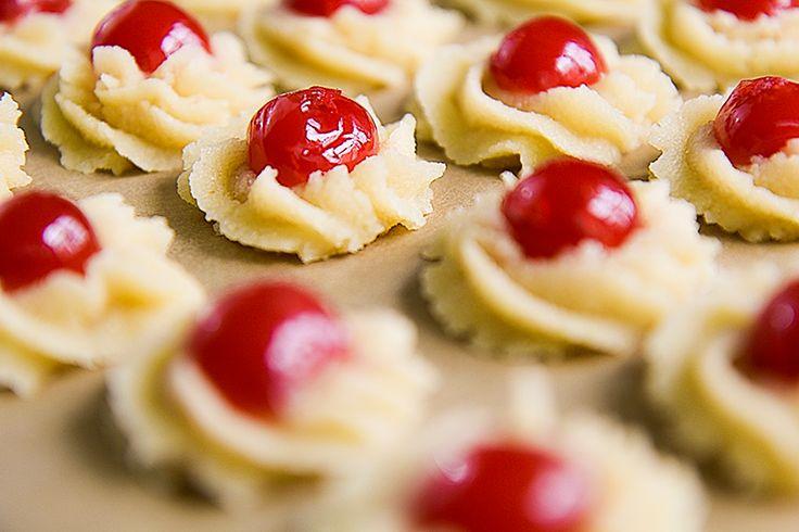 ALMOND COOKIES traditional Sicilian recipe with Maraschino cherries