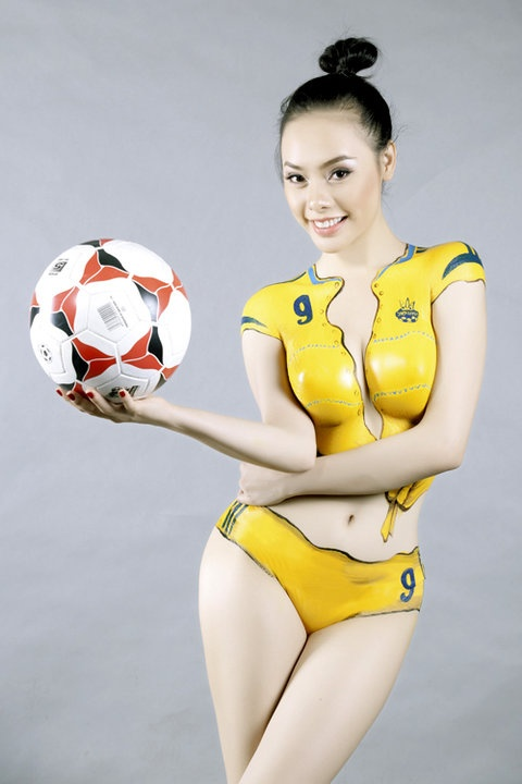 cheer euro 2012 with body painting body painting body art painting pinterest cheer body. Black Bedroom Furniture Sets. Home Design Ideas