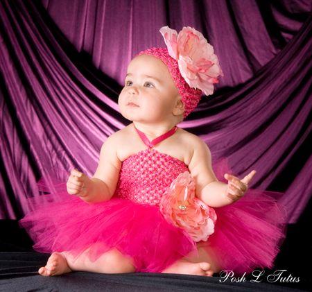 Untuk acara tertentu, terutama acara formal, Anda ingin anak bayi perempuan Anda tampil dengan dress atau gaun yang cantik. Berikut beberapa...