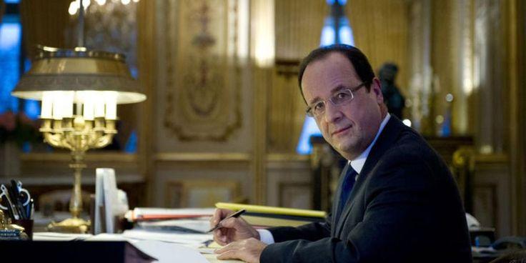 Philae tenterait de réveiller François Hollande depuis six mois sans succès #reveil #hollande #chien #republique #antiquite #gayet