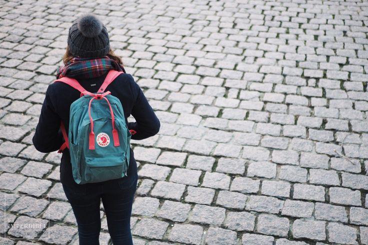 El mundo de la moda no puede ser más curioso. Algunas prendas alcanzan el estrellato nada más llegar al mercado, como la infame chaqueta amarilla de Zara, mientras que otras necesitan casi 40 años para convertirse en tendencia. Este es el caso de Fjällräven Kanken, la mochila que no vas a parar de ver por toda la ciudad en los próximos meses.