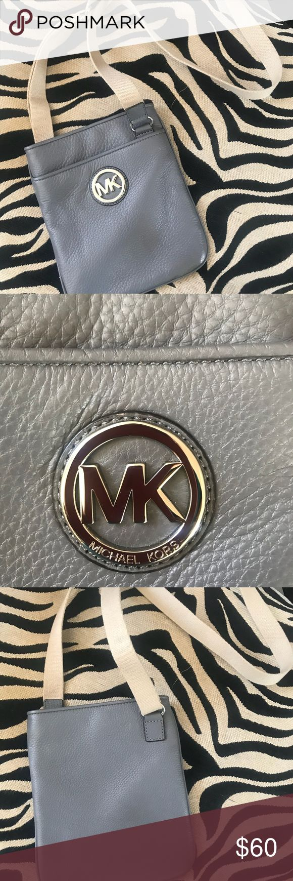 Micheal Kors Crossbody Perfect cross body for travel or on the go. Used once. Looks brand new. Snap closure with pockets. Pebble leather. Michael Kors Bags Crossbody Bags