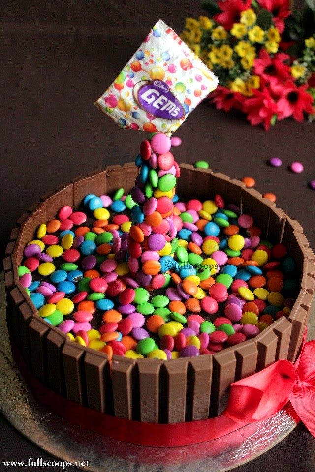 Full Scoops: How to make a gravity defying cake | Kit Kat M&M (...