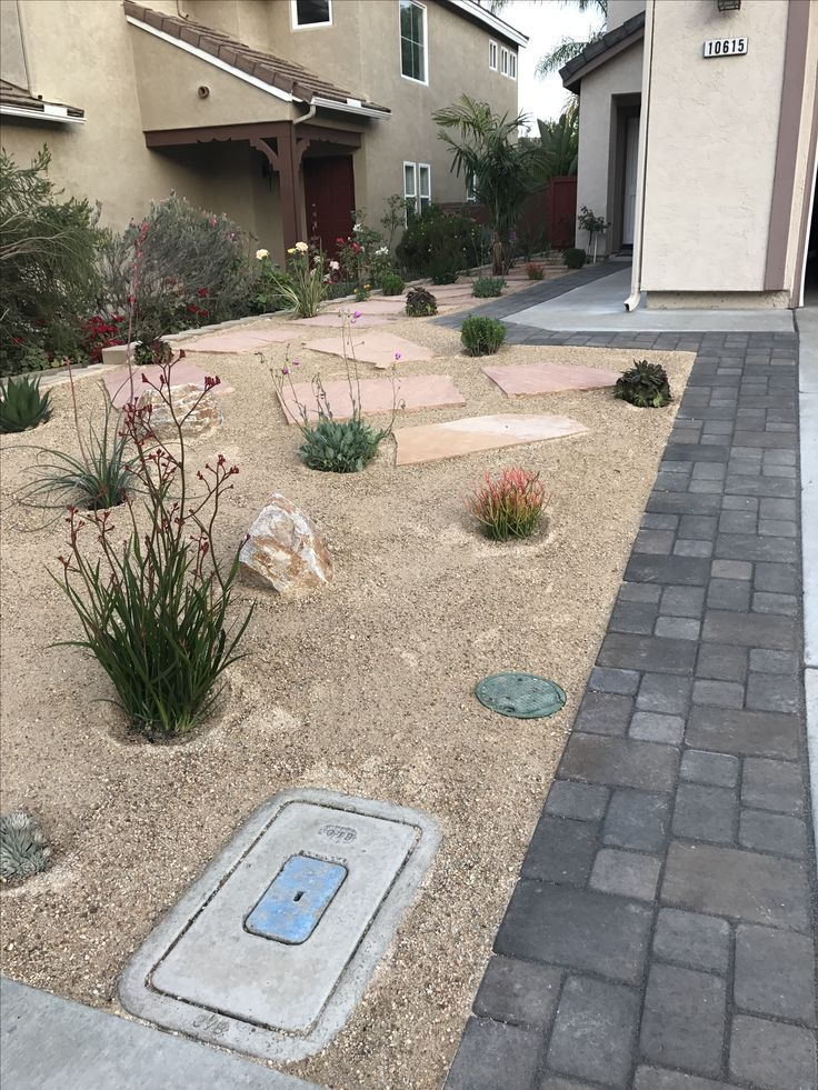 Front Yard With Decomposed Granite Pavers Flagstones