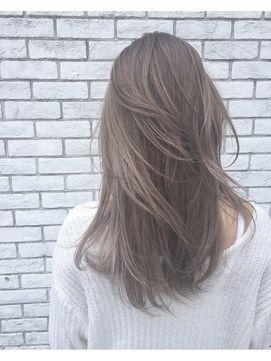 外国人風アッシュベージュ ヘアスタイル 髪色 グレージュ ヘア