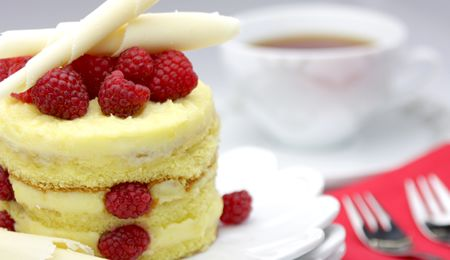 White chocolate and raspberry cake #recipe. For the white chocolate lover!