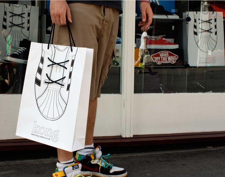 Kong - sieć sklepów w obuwiem sportowym (Wielka Brytania).