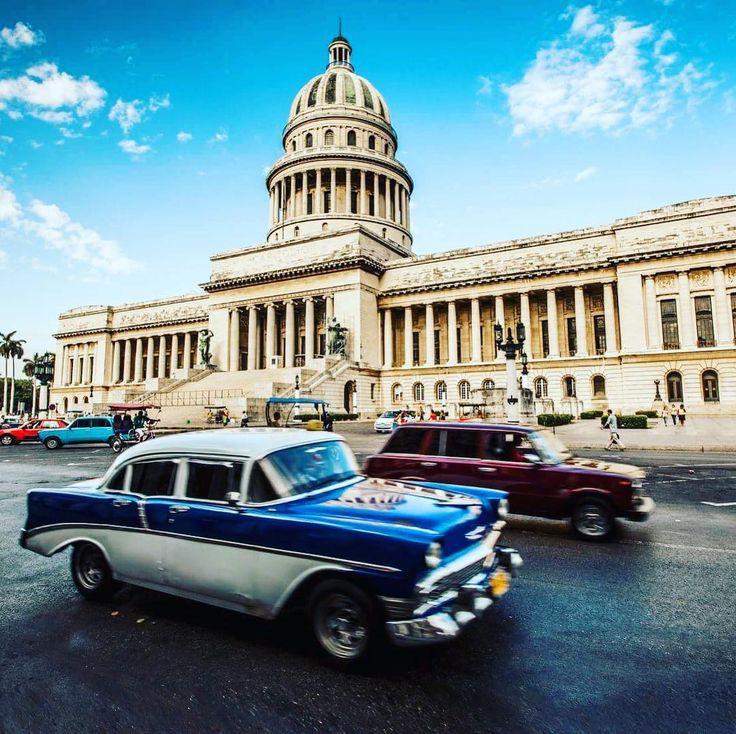 Wybrać się na przejażdżkę po Hawanie starym samochodem #hawana #havana #kuba #cuba #trip #traveler #traveluje #travellife #travelphotography #travelplanet #podróż #podróże #podróżnik #egzotyka #samochód #car  #oldcar