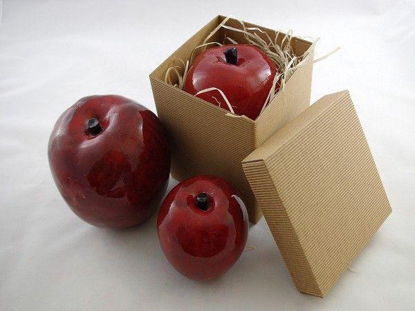 Ceramiczne jabłko w kolorze czerwonym. Wykonane ręcznie. Jabłka są w trzech wielkościach - oferta d...
