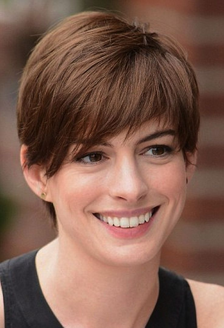 Anne Hathaway   Growing out short hair styles, Short hair ...