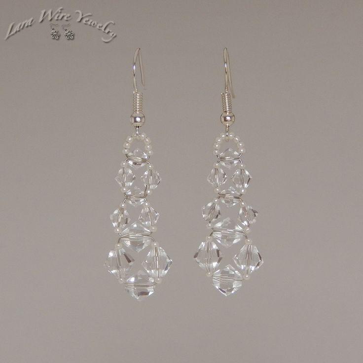 Ezüstözött drótból, kézzel készített fülbevaló Swarovski kristályokkal. - Silver plated wire, handmade earrings with Swarovski crystals.