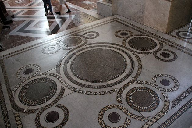 Interesting Tiles  -  Кафедральный  собор  в  Монреале,  Палермо,  Сицилия.  Duomo di Monreale или Santa Maria Nuova) .